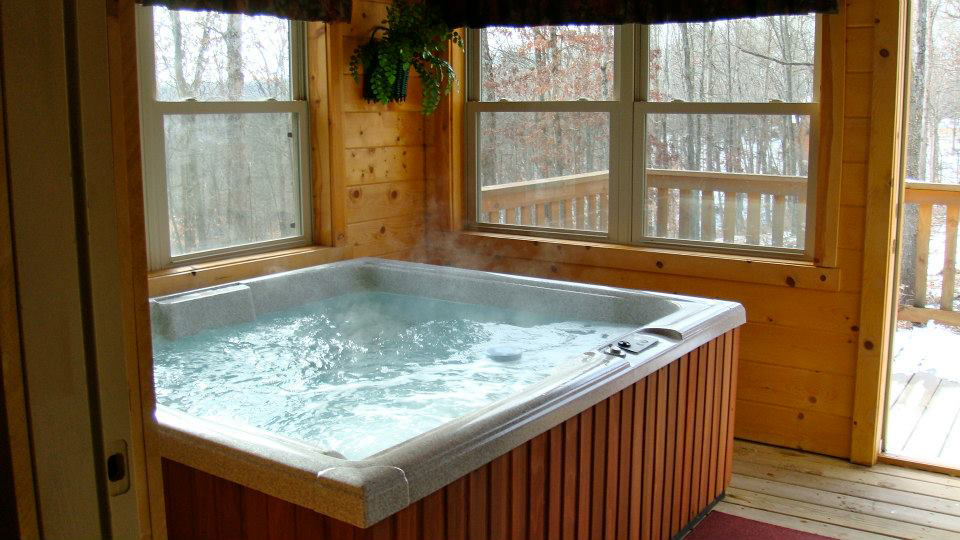 Hot Tub / Screened In Porch