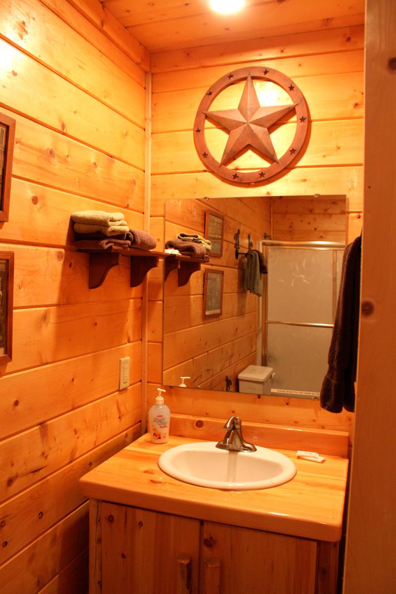King-Suite---Horse-Bathroom
