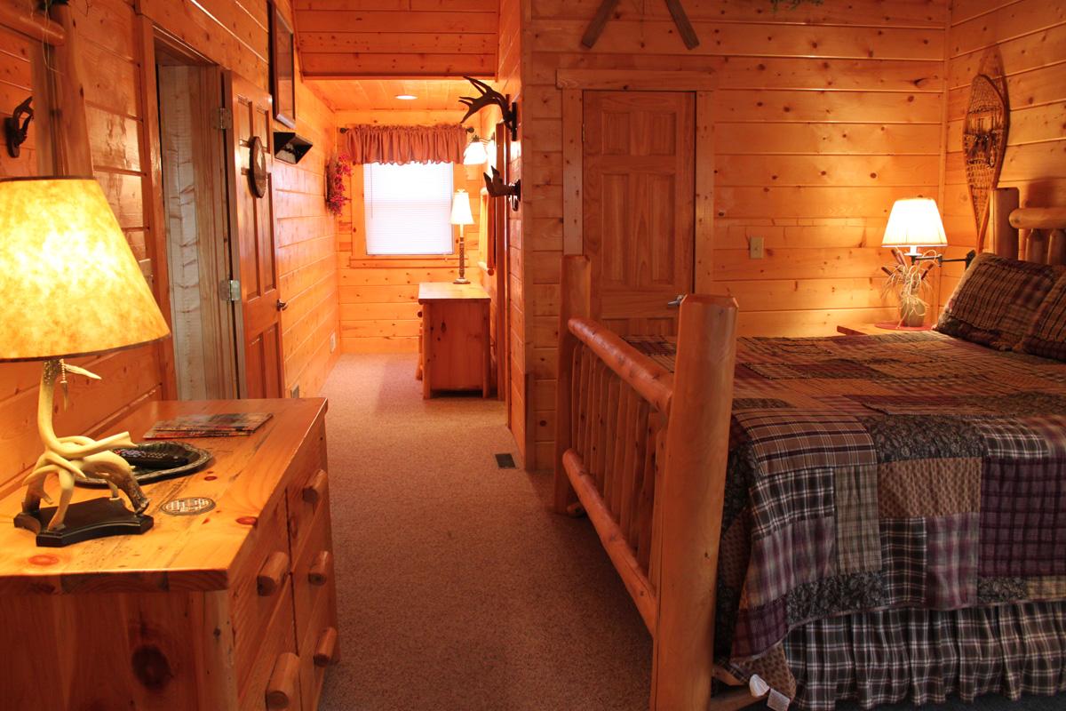 King-Suite---Moose-Room-(1)